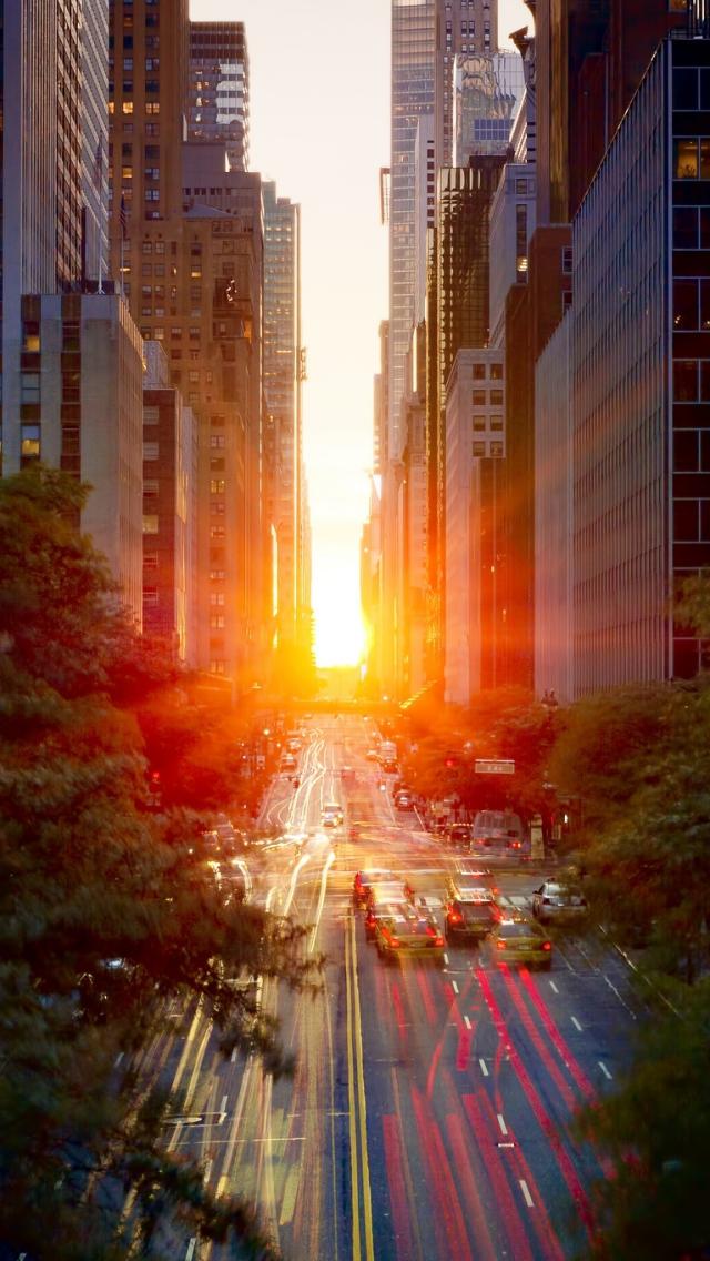 city_sunset_sun_manhattan_road_cars_spring_light_exposure_58103_640x1136.jpg