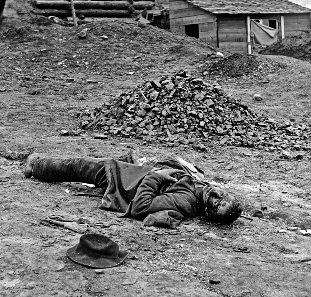 Dead_soldier_(American_Civil_War_-_Siege_of_Petersburg,_April_1_1865).jpg