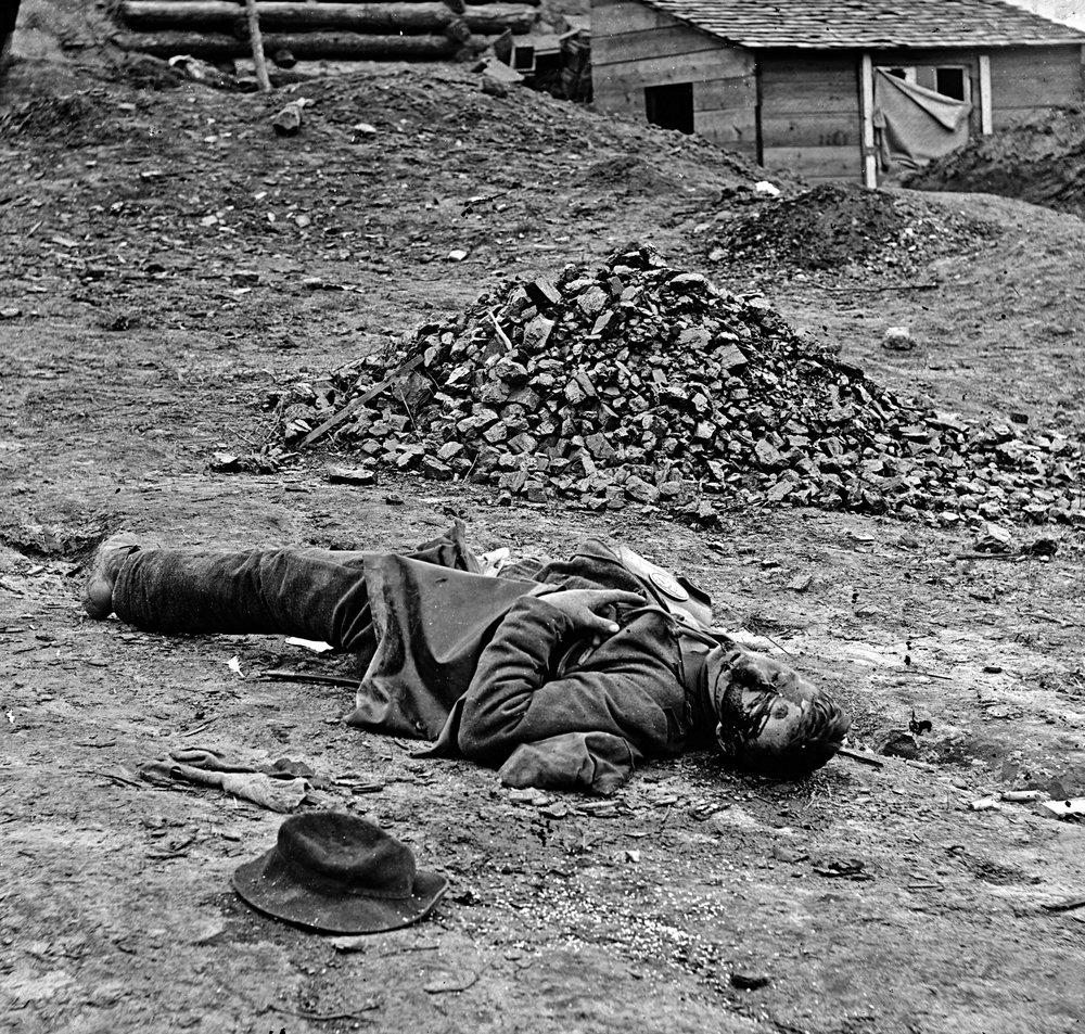 Dead_soldier_(American_Civil_War_-_Siege_of_Petersburg,_April_1_1865).jpg