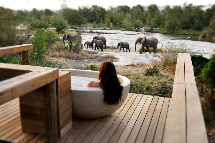 Londolozi Outdoor Tub.jpg