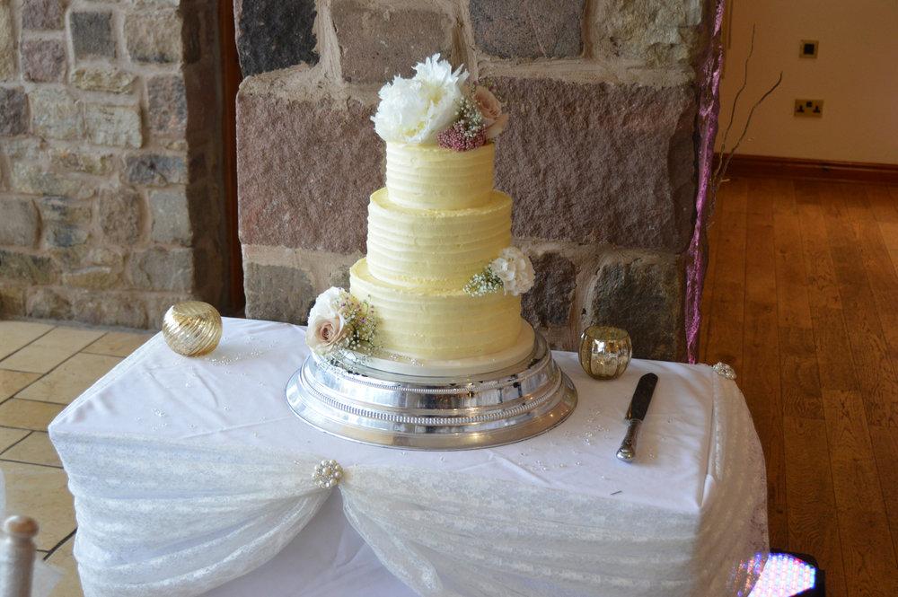 Cake table drape