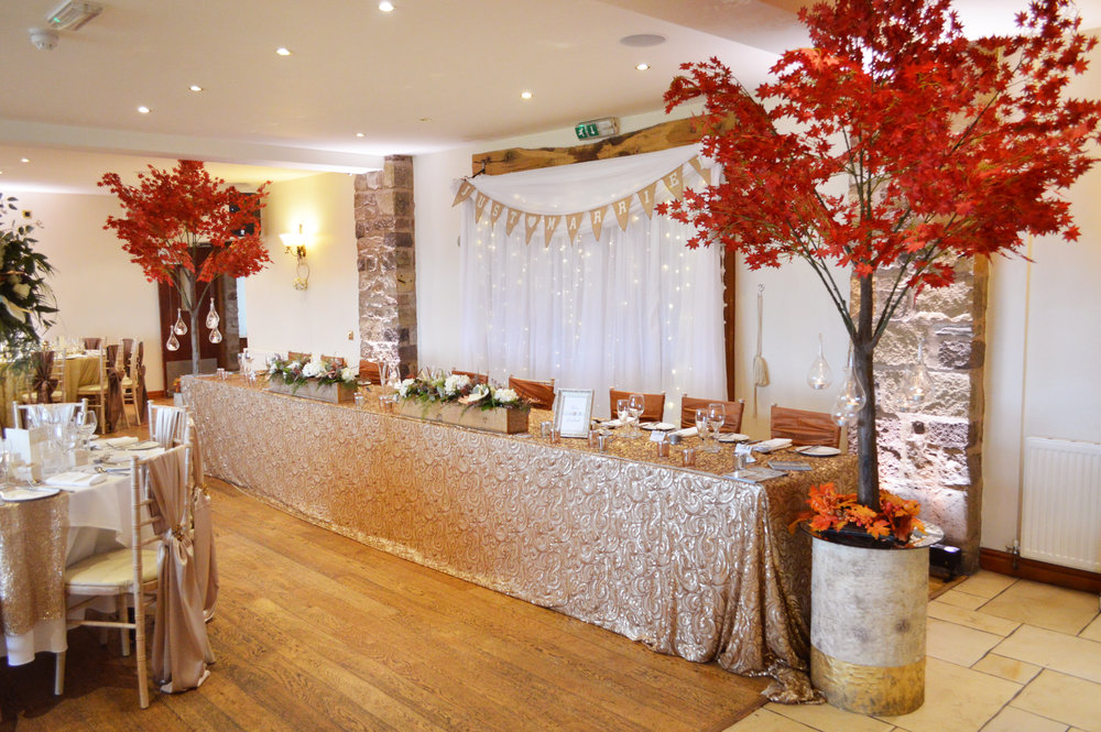 Red trees and top table cloth