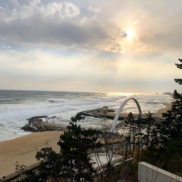 The winter shores of #Gangneung 🌊  #olympics #winter #southkorea #agencylife #travel #beach #travelphotography #adagency #travelgram