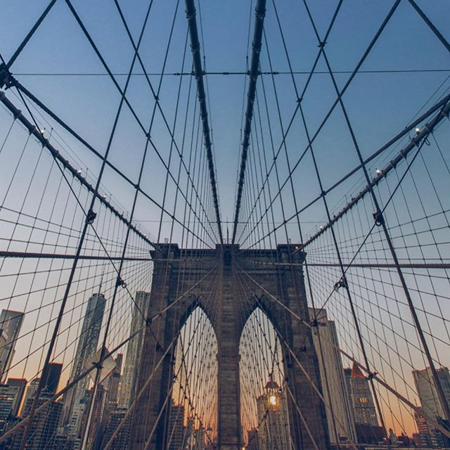 Sundown. Ready for a strong start to the week? . . . #agencylife #adagency #bts #behindthescenes #creative #creativedirector #cityphotography #newyork #bridge #brooklyn #creativeagency
