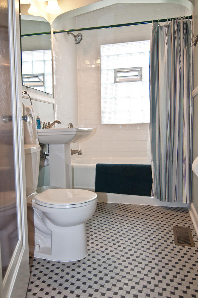 1015B Bath Main.jpg