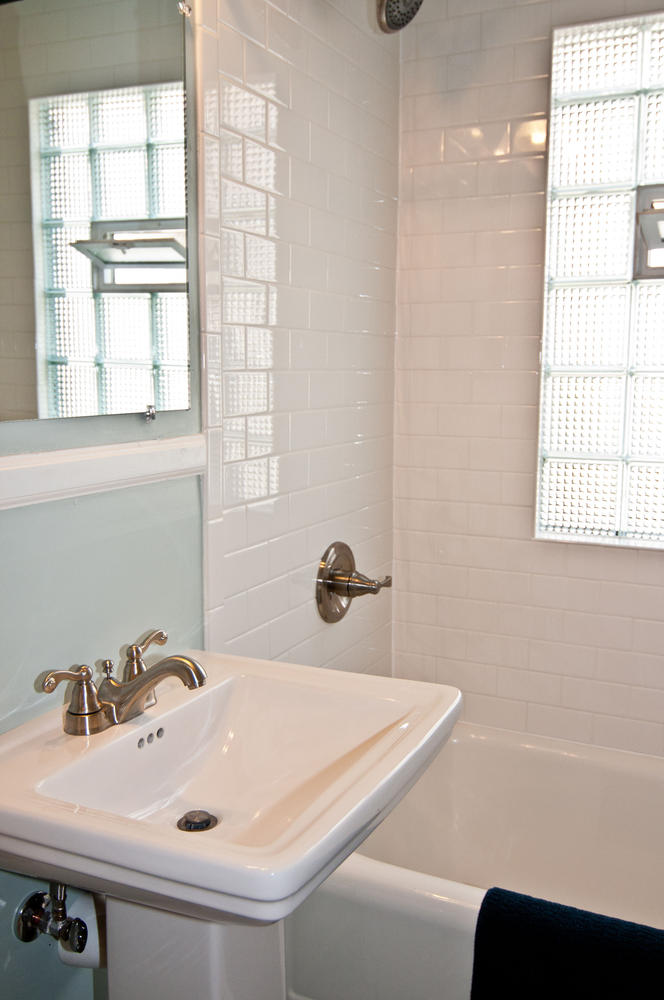 1015B Bath Main2.jpg