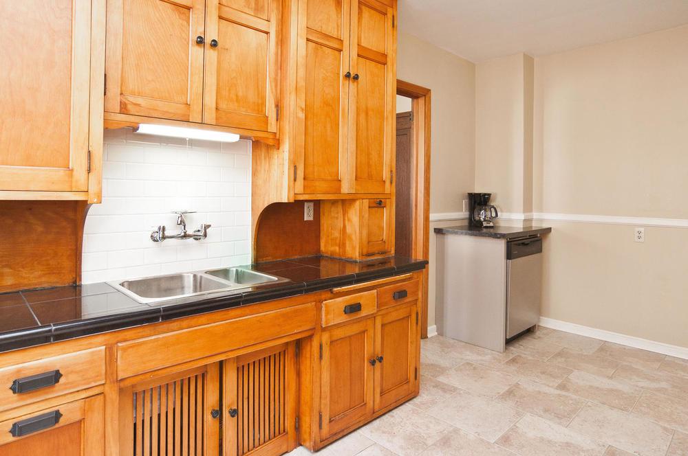 1015B Kitchen.jpg