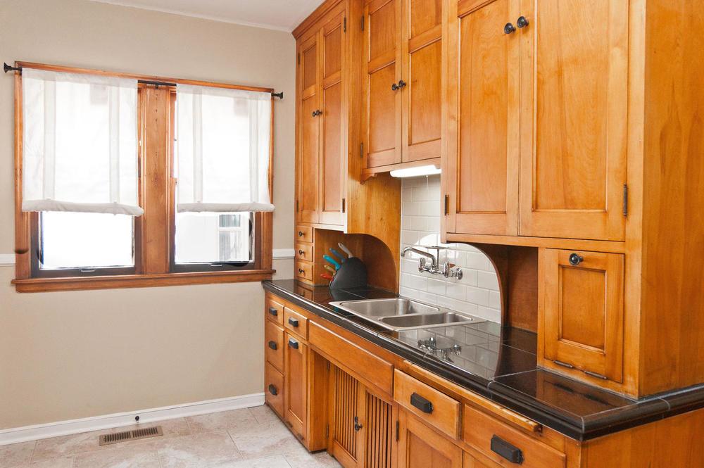 1015B Kitchen2.jpg