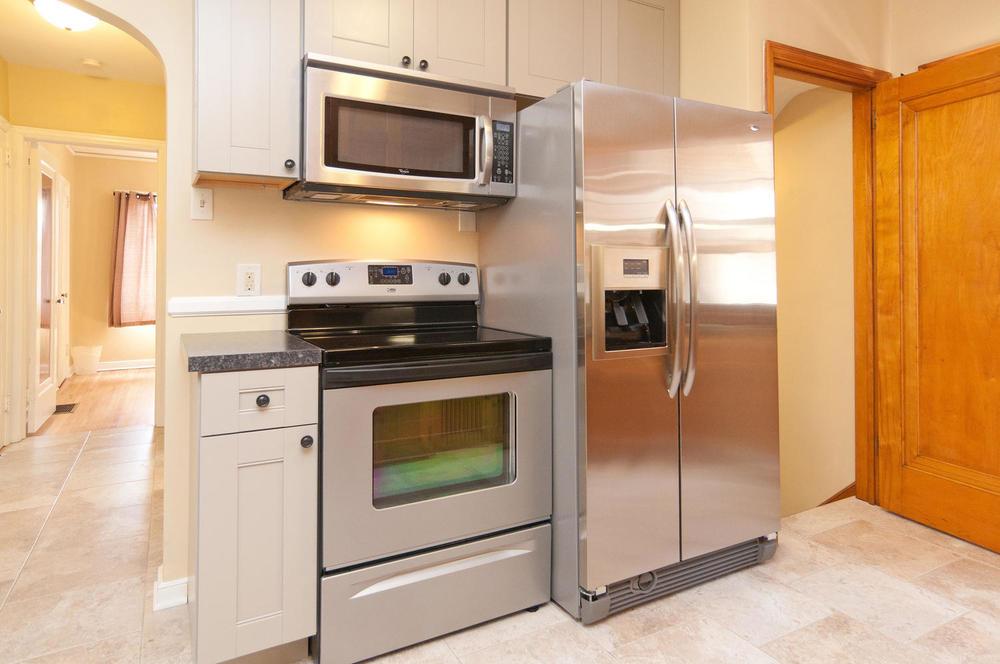 1015B Kitchen3.jpg
