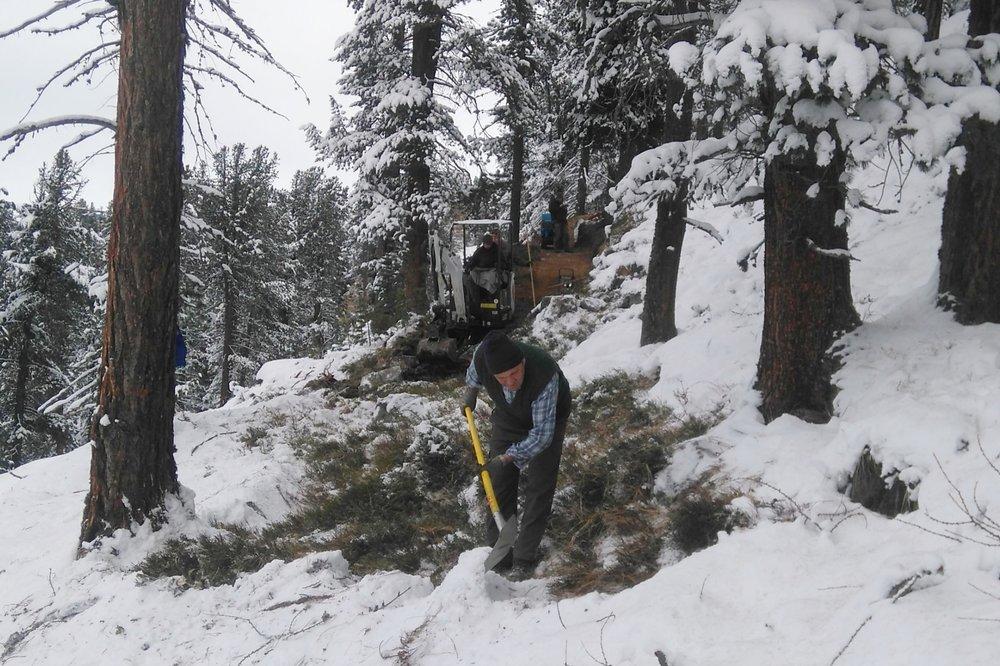 Trailbau im Schnee