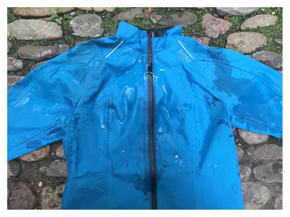 Gore-Tex®-Jacke VOR dem Trocknen im Trockner