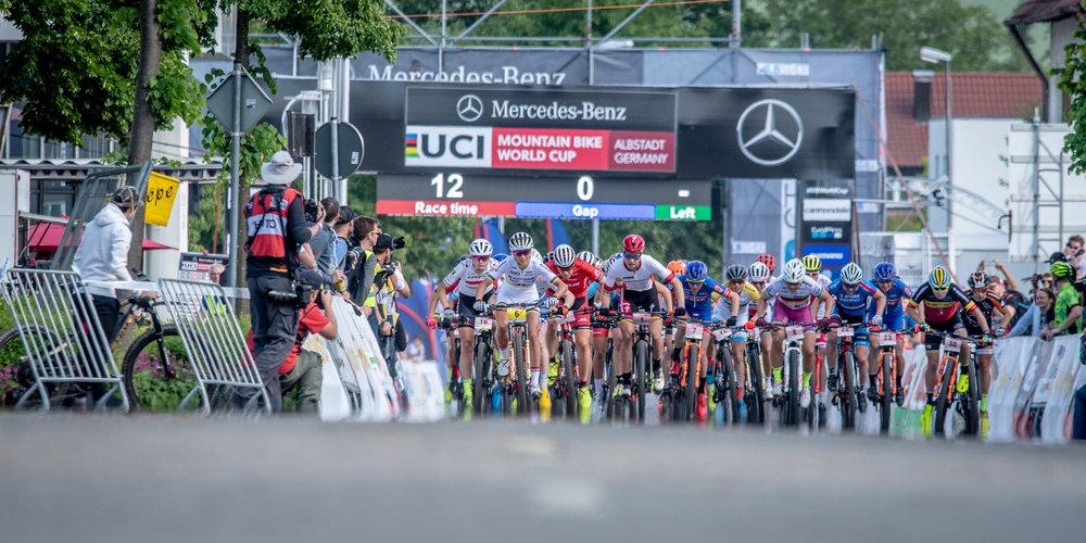 Start der Frauen beim Short Track Race am Freitag. (c) Küstenbrück