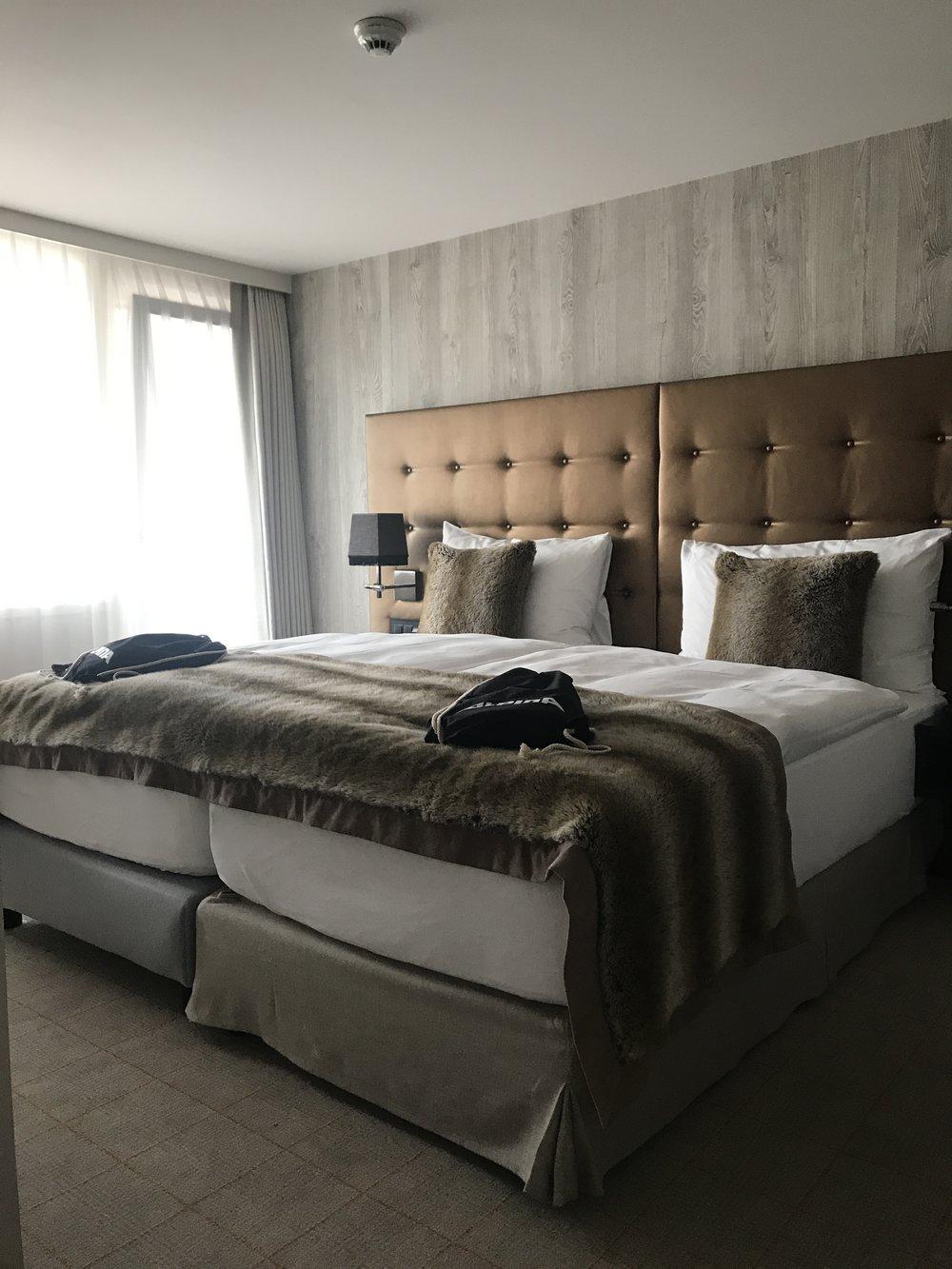 Ein Teil unseres Zimmers - auf dem Bett die gut gefüllten Goodie Bags