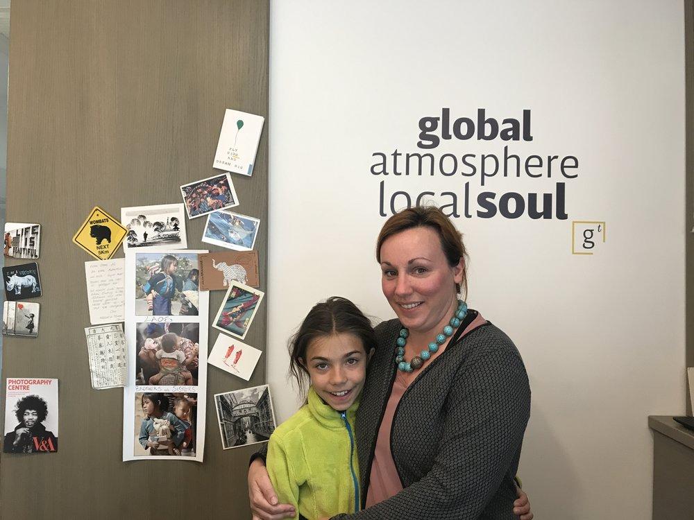 Die Besitzerin Emanuela mit ihrer Tochter