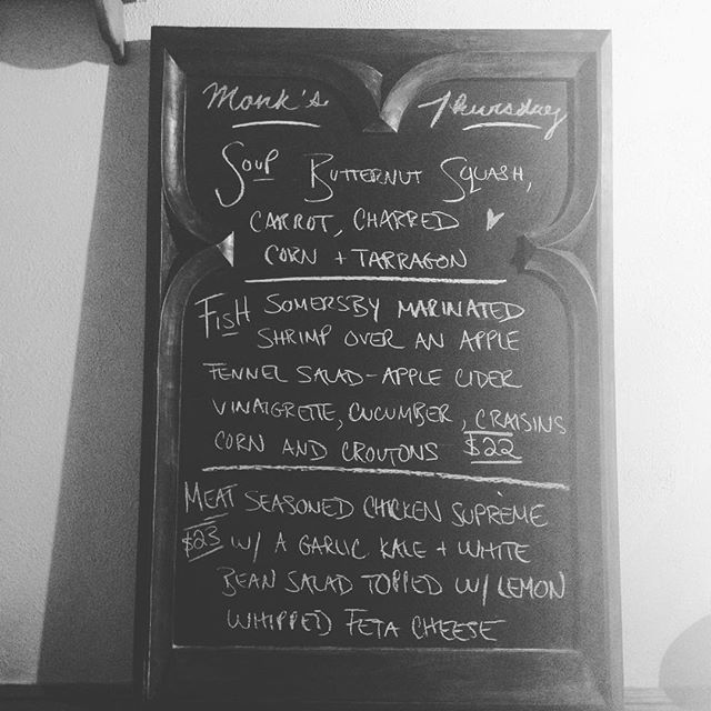 Thursday night in summerhill, delicious dishes ☺️🍴👍 #torontofood #toeats #yum #chickensupreme #summerhill #yongestreet #chalkboardspecials #dinner #delicious #publove #monkslove
