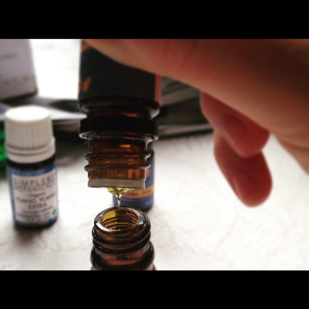 vetiver essential oil drop
