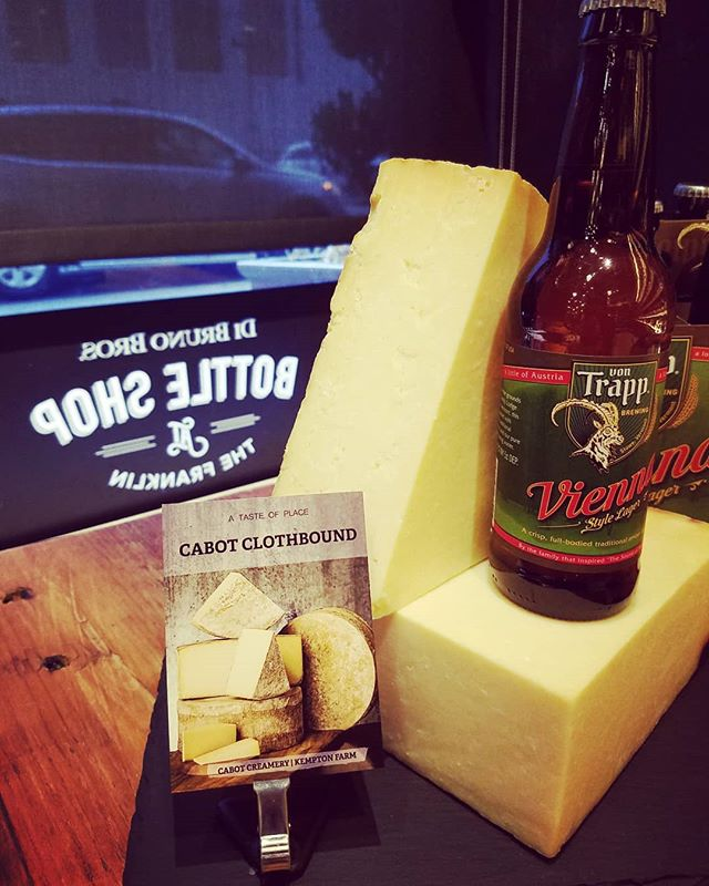 Did you get your tickets for our next Culture Club?? Tues Jan 23rd @ 6p here @dibrunobottleshop featuring Vermont cheeses paired with Von  Trapp beers & Shacksbury ciders!  Pictured here, one of 6 pairings Cabot Clothbound Reserve with Von Trapp Vienna Lager  Tickets: dibrunobros.ticketleap.com #beerandcheese #eventsatthebottleshop #ciderandcheese #cultureclub #bestfriends #dibrunos