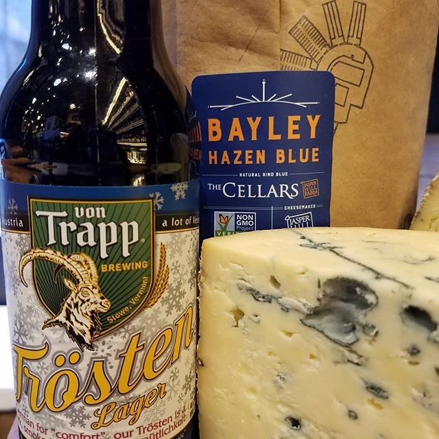 Vermont Pairing #2: Von Trapp Trosten paired with Bayley Hazen Blue 🧀🍻🍪Tickets for Tuesday's class & pairings: dibrunobros.ticketleap.com #beerandcheese #cultureclub #dibrunos