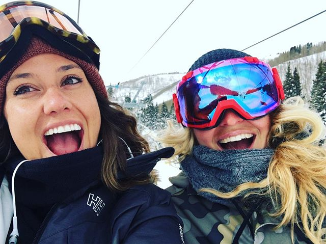 I am so happy this Dove is back in the US of A !!!!!!! Welcome home @skippylouwho We lufffff yewwww!!! #happiness #frens #vail #homesweethome #colorado #snow