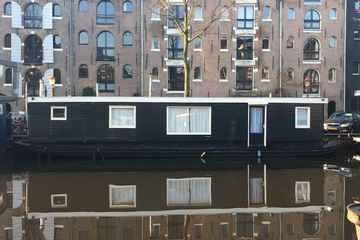 exteriorhouseboat.jpg