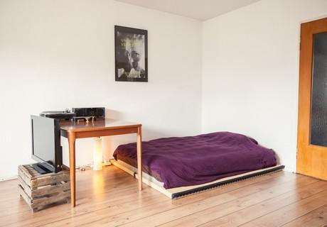 bed corner.jpg