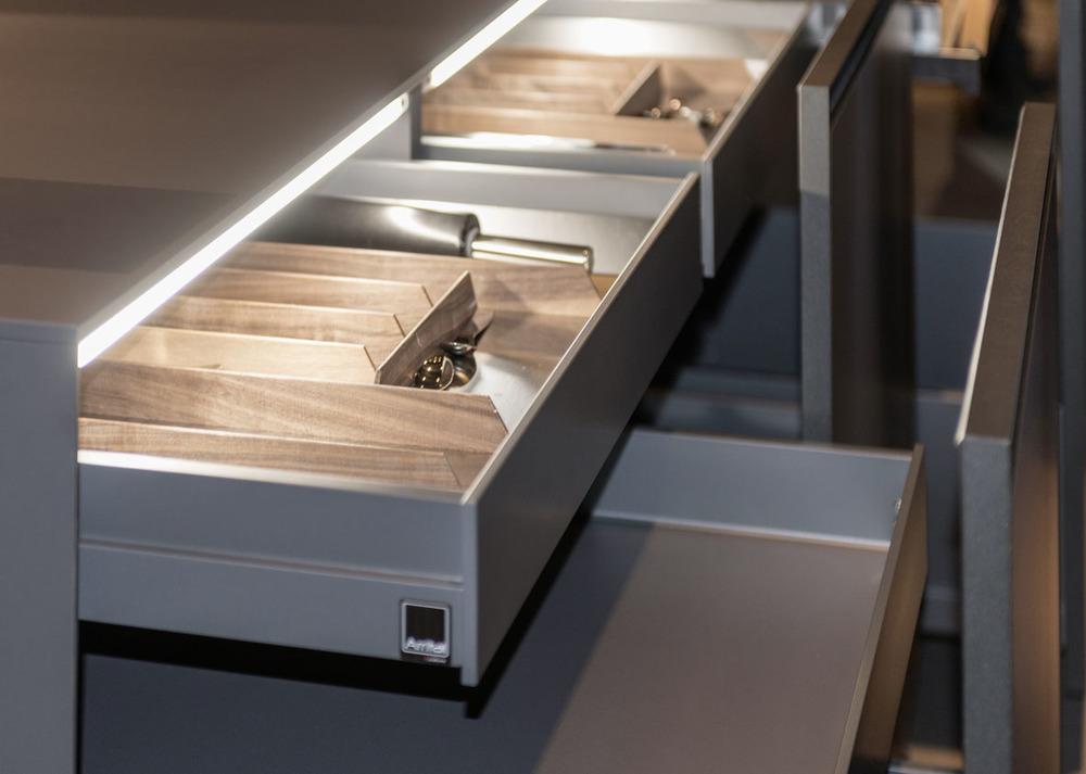 Materialmix bei dem italienischen Küchenmöbelhersteller Arrital