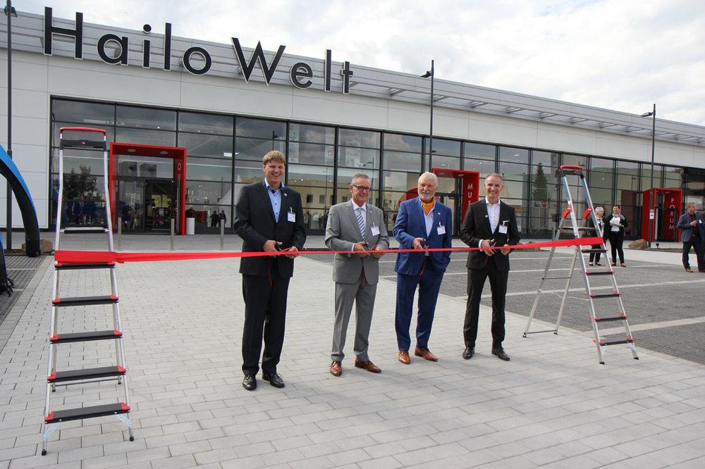 Eröffnung durch Sebastian Loh, Haigers Bürgermeister Mario Schramm, Joachim Loh und Geschäftsführer Jörg Lindemann (v.l.n.r.)