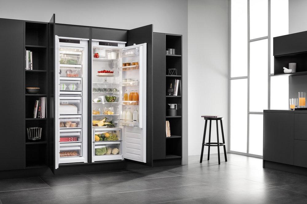 Der Frischecenter wird mit dem Gefrierschrank und Kühlschrank perfekt in die Einbauküche integriert und ist dazu extrem leise. (Foto: AMK)