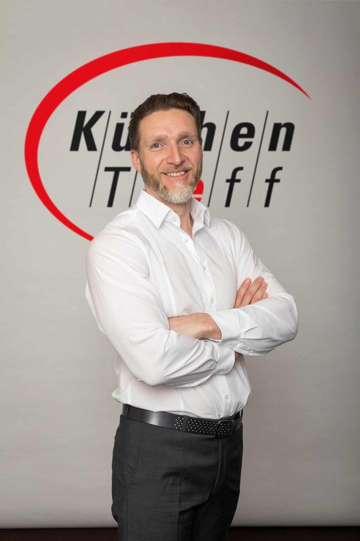 Adrian Junker wurde zum neuen Beiratsvorsitzenden von KüchenTreff gewählt.©KüchenTreff