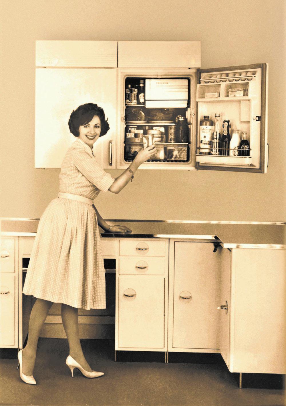 Mitte der 1950er Jahre gab es die ersten hocheingebauten Kühlgeräte. (Foto: AMK)