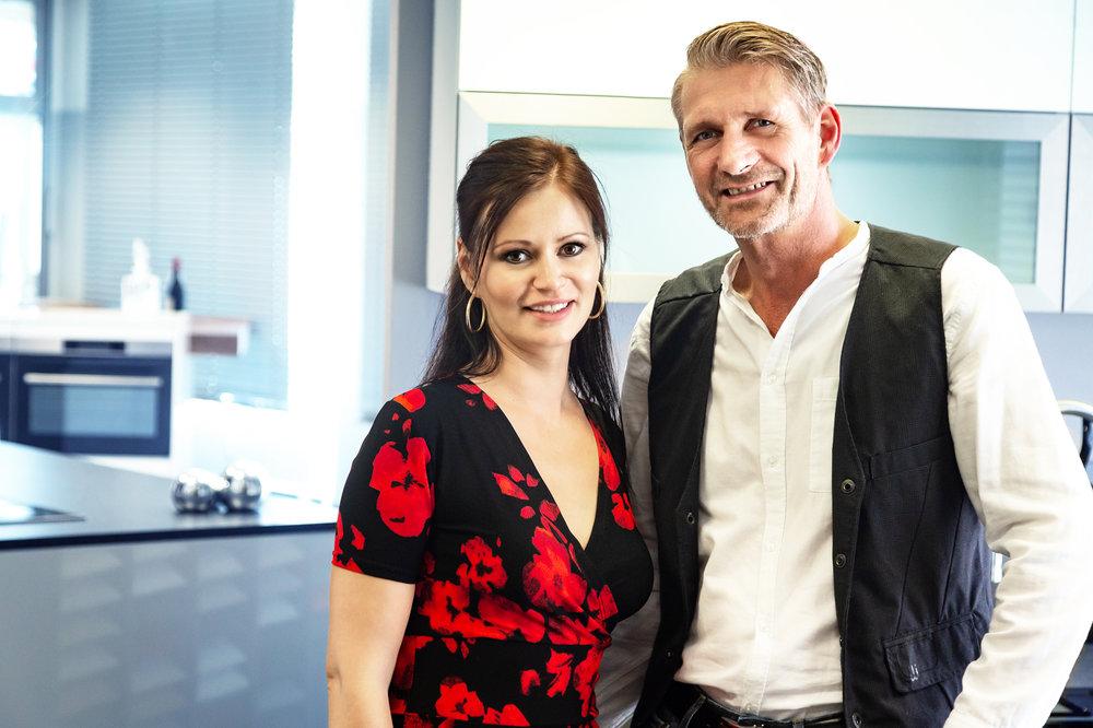 """(v.l.n.r.) Janine Steinemann und Klaus Kroczek freuen sich auf die Eröffnung ihres KüchenTreff-Studios """"Steinemann Die Küche"""""""
