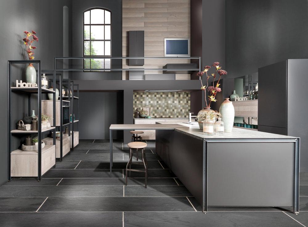 """Die Küchentheke führt zu einer funktionalen Kompaktheit der Arbeitsabläufe in der modernen Küche und ist ebenfalls eine """"Made in Germany""""-Erfindung. (Foto: AMK)"""