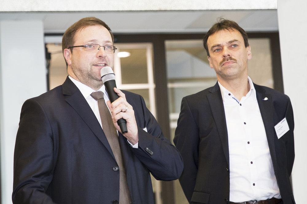 v.l.n.r. Frieder Schuler, Director Technical Sales / HOMAG-Systems; Dr. Uwe Krämer, Leiter des REHAU Competence Centers  Edgeband / REHAU AG + Co. Foto:  Copyright by HOMAG