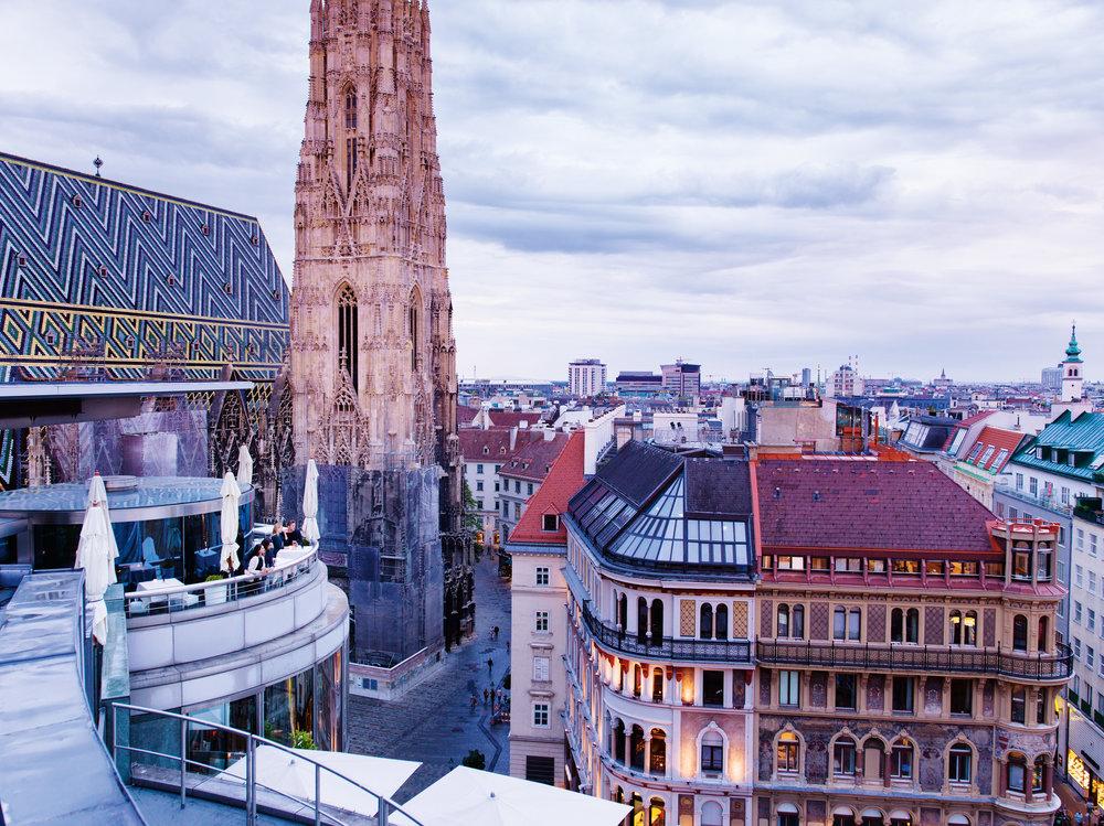 Blick auf Wien mit Stephansdom_41119(c) Wien Tourismus_Peter Rigaud.jpg