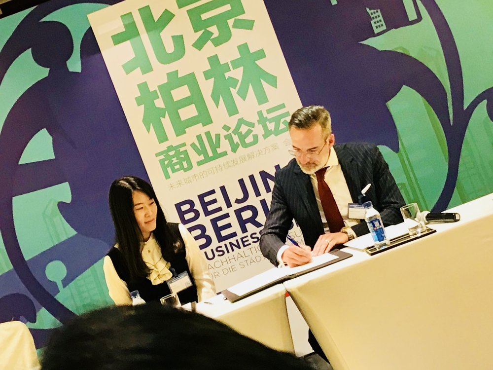 Sisi liu (branch manager, Techcode beijing) and Dr. Stefan Franzke (CEO, Berlin Partner)