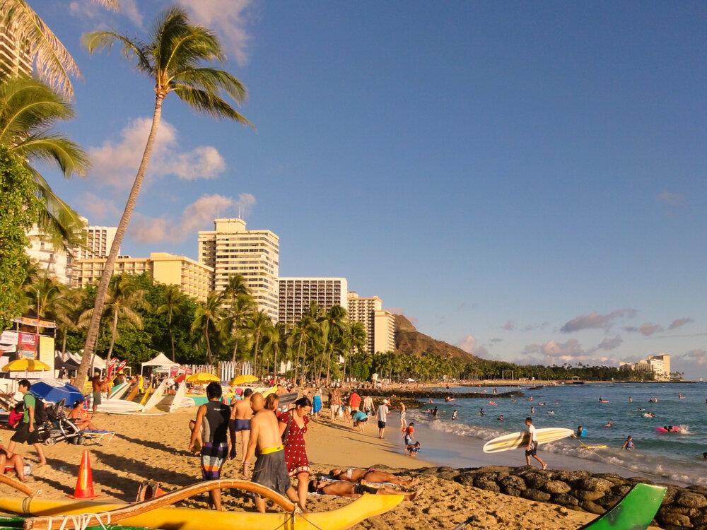 Waikiki_Beach,_Honolulu.JPG