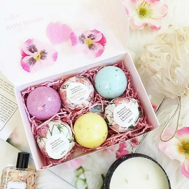 #bathbombs  Best relaxing way after a long day - bath time! Anjou's box of 6 bath bombs made from dried flowers and essential oils, leaves your skin feeling and smelling fabulous. Photo by @amyytk  #inspiredbynature #essentialoils #driedflowers #bath