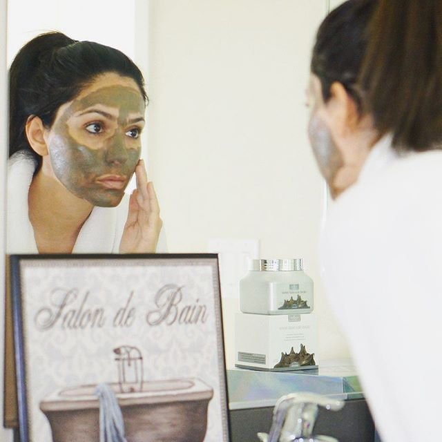 New Year's Resolution - Be the best version of myself. Start with a more luminous skin tone. Photo by @glamandposh  #deadseamudmask #mask #skincare #selfcare
