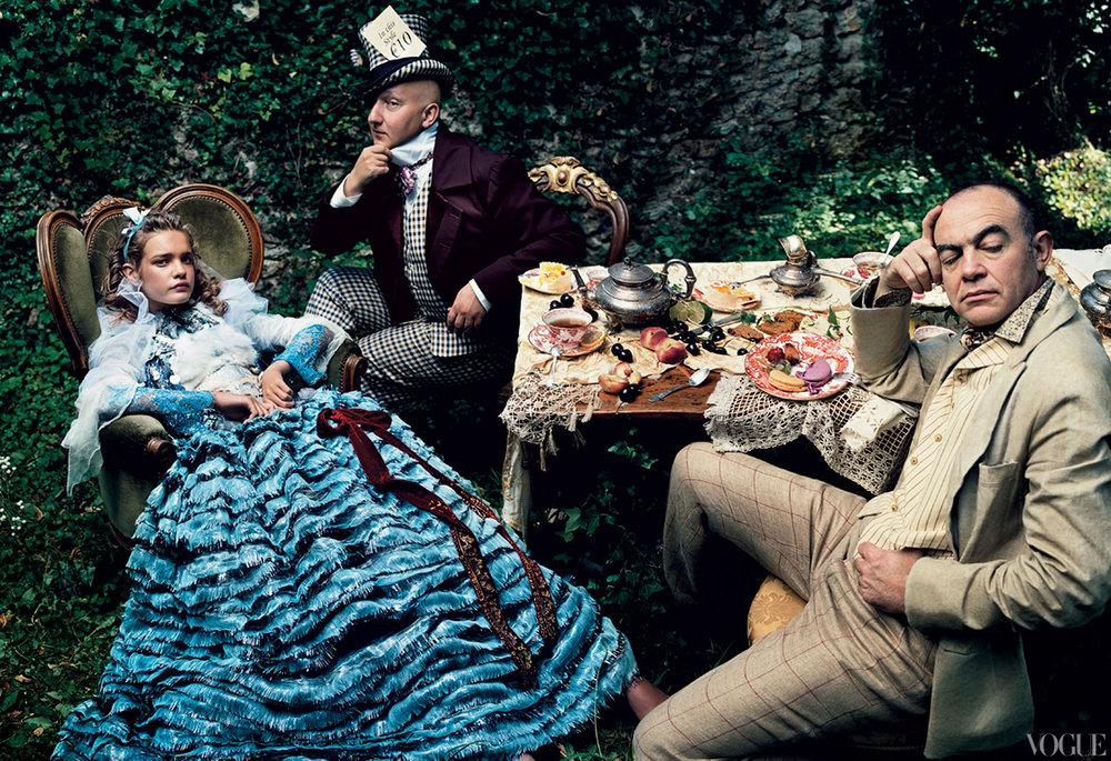 Vogue fairy-tales-2003-12-annie-leibovitz.jpg