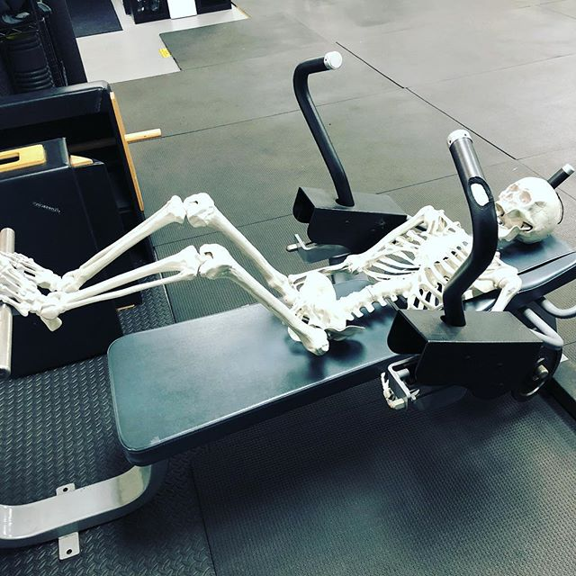 Ok this guy has been on this machine long enough.... ( enter funny jokes, GO )  #happyhalloween #getactivegym #personaltrainer #newportbeach