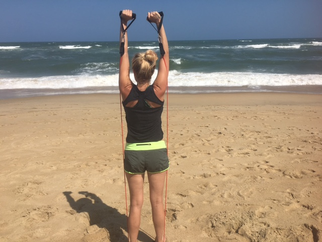 Beach workout with resistance band: easy to pack!