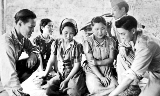 Captured_comfort_women_in_Myitkyina_on_August_14_in_1944.jpg