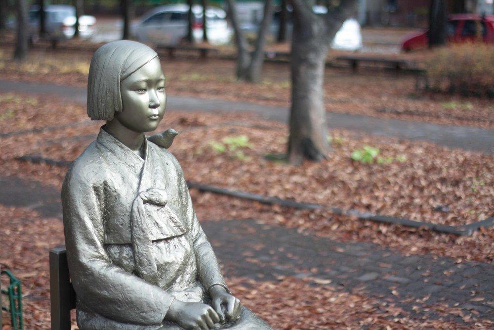 Peace_statue_comfort_woman_statue_위안부_소녀상_평화의_소녀상_(3)_(22609310033).jpg