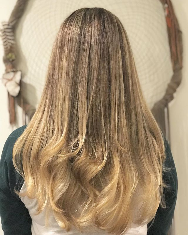 Soft subtle brown tones, and hand painted baby lights~  Color • Cut • Style @zenabeautybar . . . #beautybarmaui #blondebalayage #blondehighlights #babylightsandbalayage #blowoutqueen #mauigirl #hawaiihair #mauihairstylist