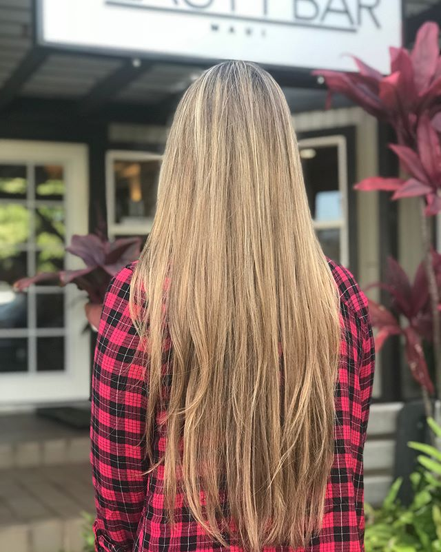 Gorgeous blonde balayage with added low lights for a more natural look ✨ . Color • Cut • Style @zenabeautybar . . . #beautybarmaui #blondebalayage #babylights #blowoutstyles #mauihairstylist #hawaiihair #mermaidhair #hairgoals