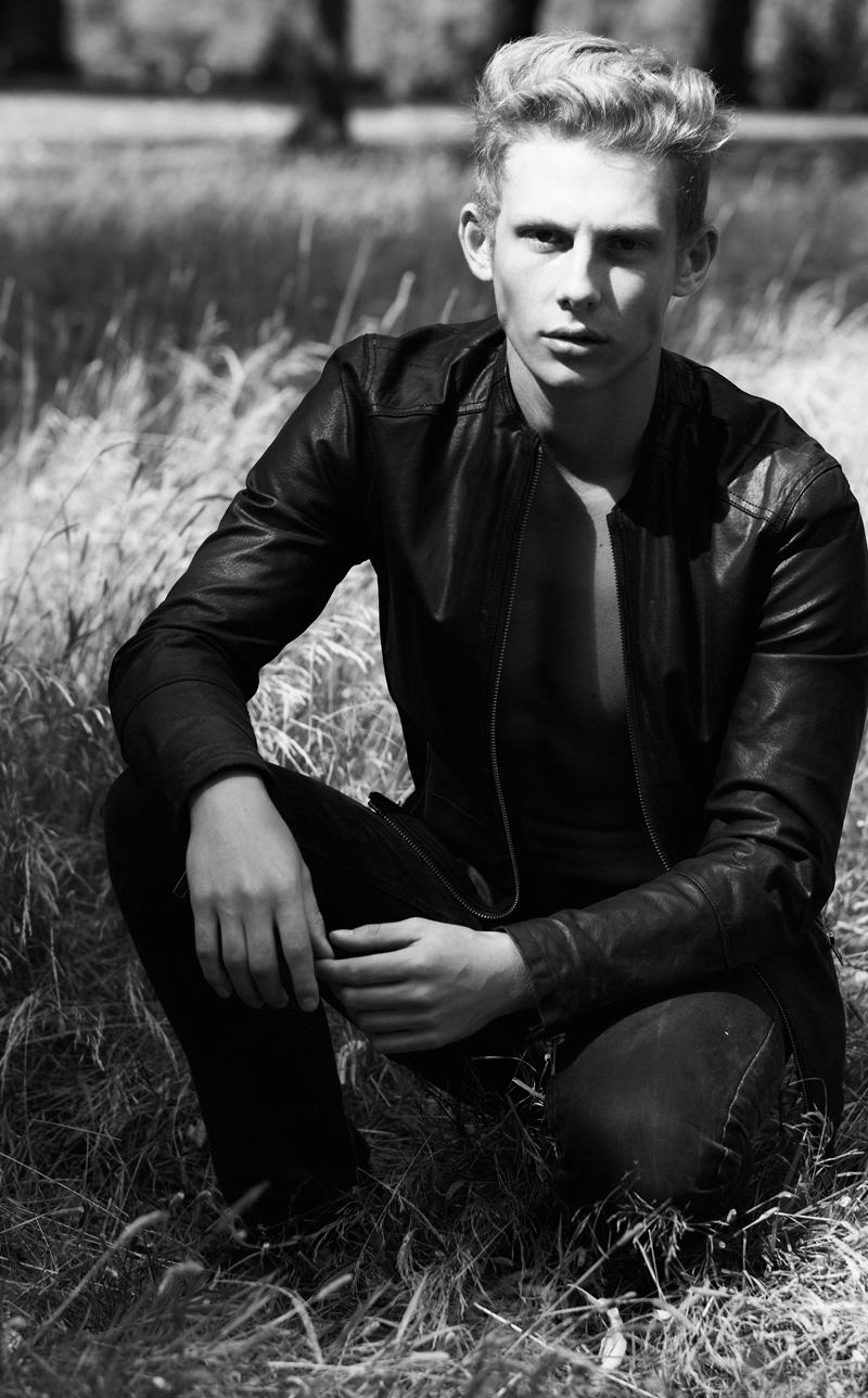 SAM-WALKER-Select-Models-Melissa-Uren-Photography-Look-10121-final-web.jpg