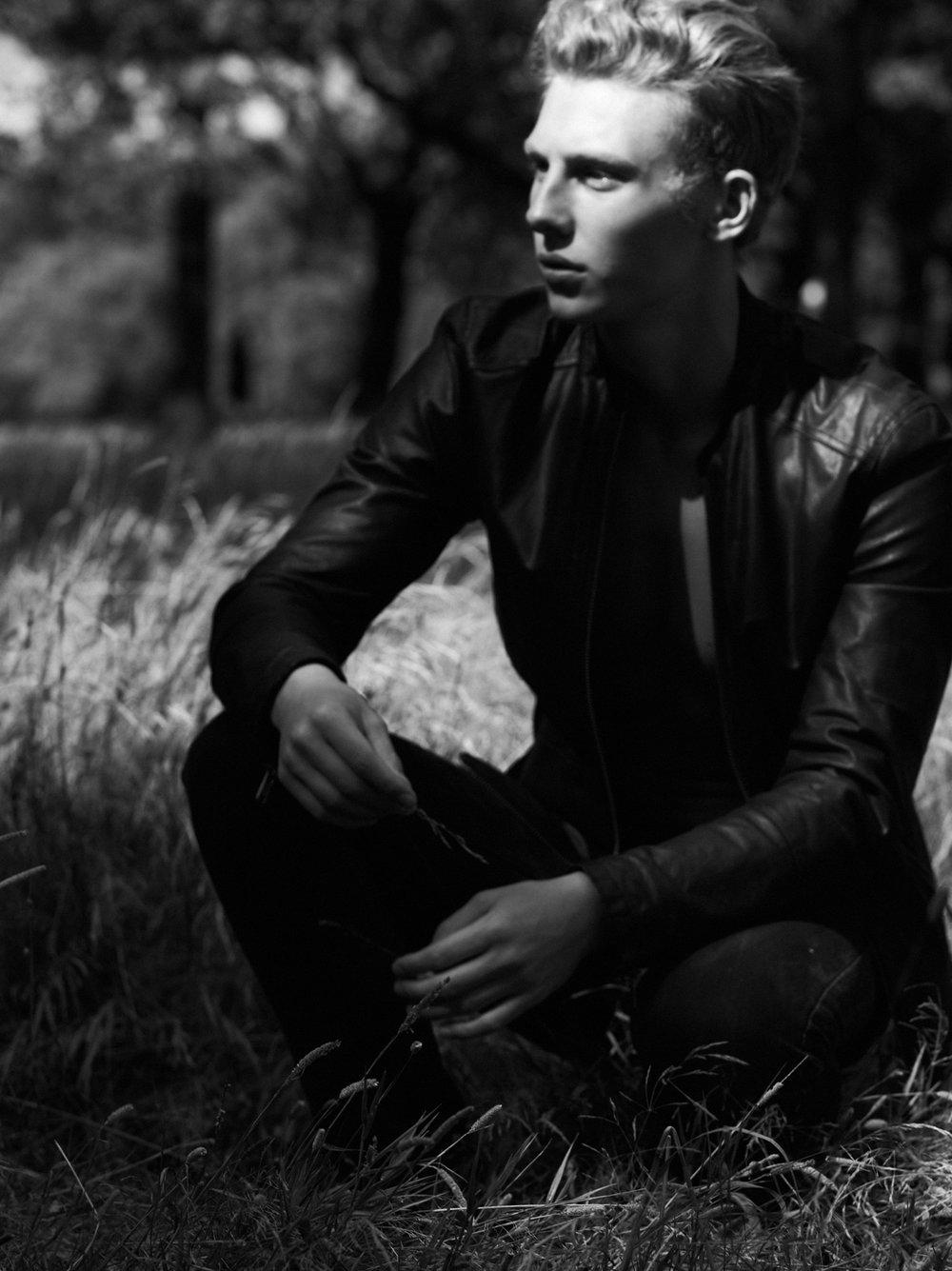 SAM-WALKER-Select-Models-Melissa-Uren-Photography-Look-10122-final-web.jpg