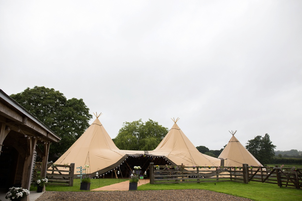 north-yorkshire-wedding-photographer-tipi-wedding-0010.jpg