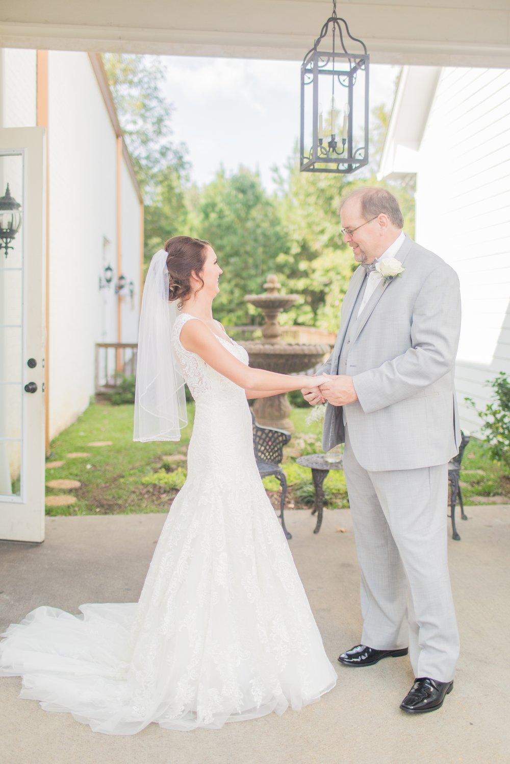 mississippi-fall-wedding-at-the-ivy 17.jpg