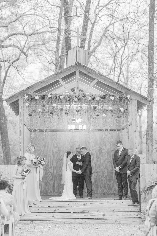 outdoor-mississippi-spring-wedding_0050.jpg